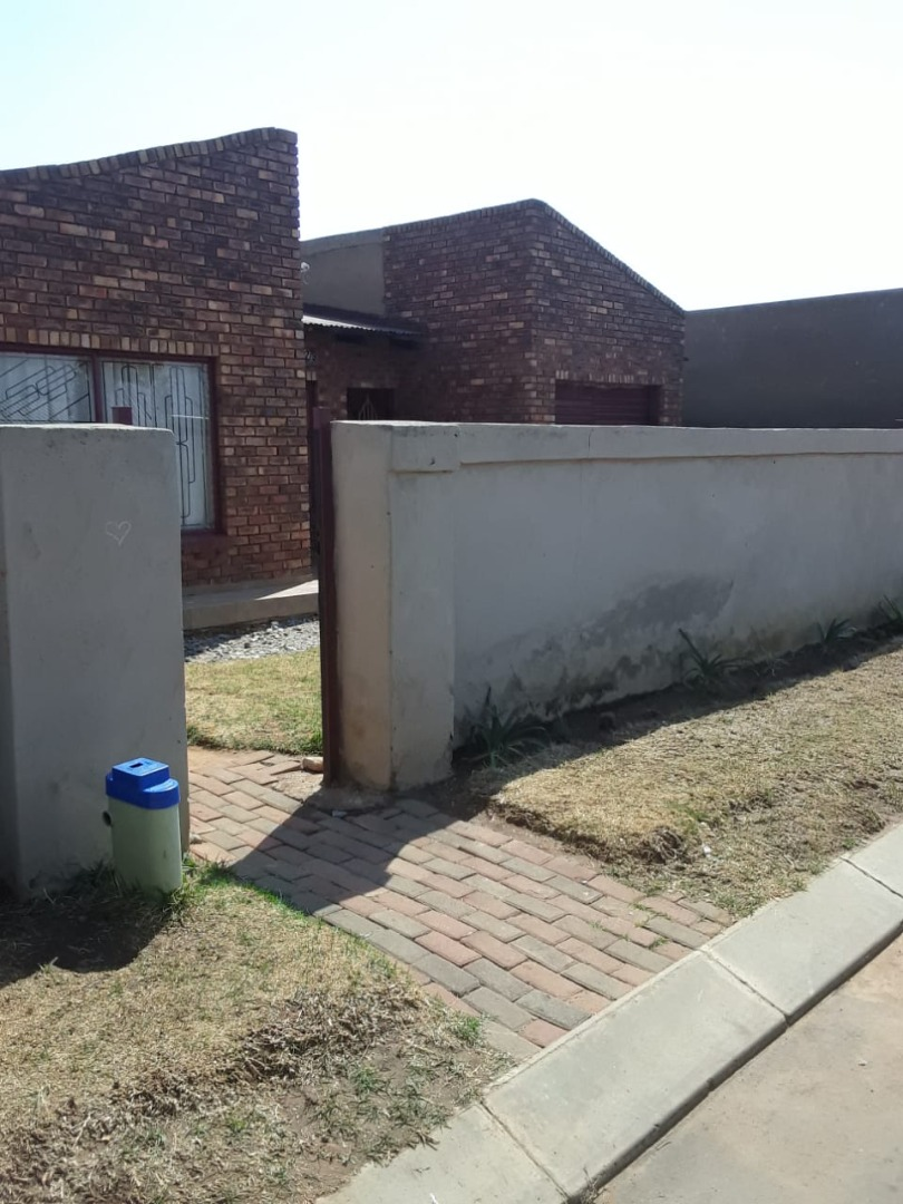 3 Bedroom House For Sale in Daveyton