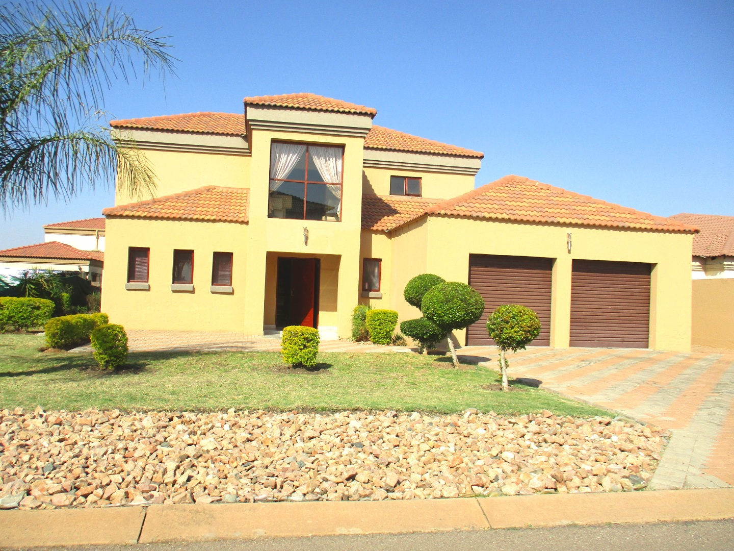 4 Bedroom House For Sale in Theresapark