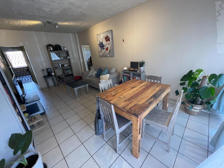 2 Bedroom Apartment / Flat To Rent in Waterkloof Glen